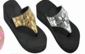 Wholesale Footwear Womens Beach Flip Flops With Flower Ornament