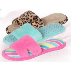 Wholesale Footwear Women's Pattern Plush Slipper