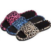 Wholesale Footwear Women's Plush Slipper
